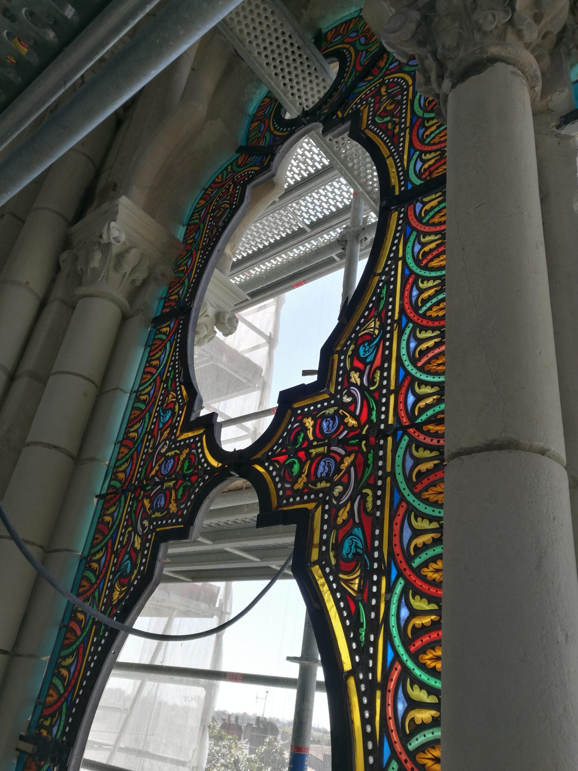 Atelier de vitrail Christian BEAUBREUIL vitraux en cours de montage